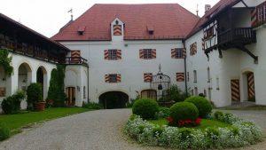SchlossKronburg_Innenhof